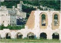 Anfiteatro e veduta di Gubbio - <a href=
